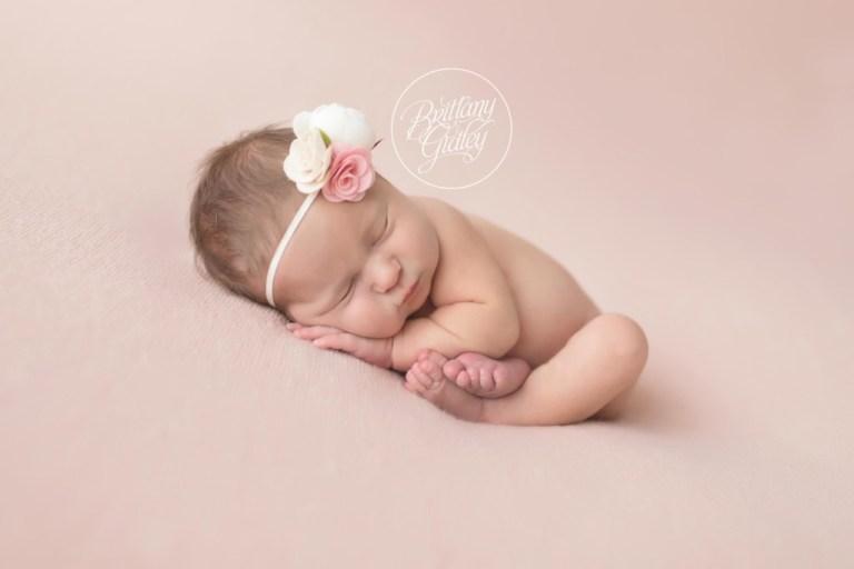 Celebrity newborn photographer newborn baby girl pretty in pink brittany gidley photography