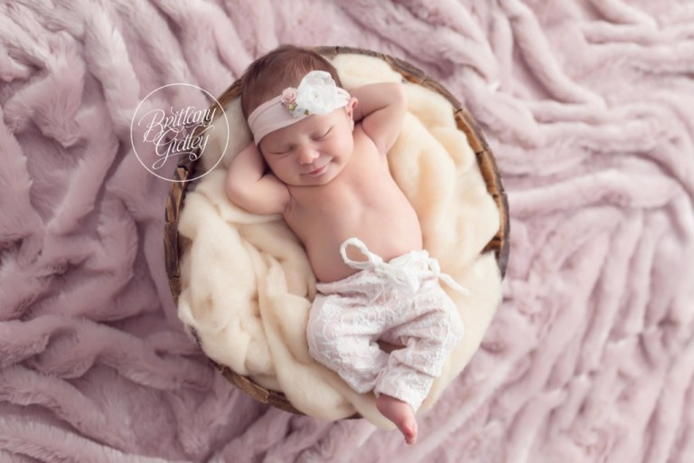 Celebrity newborn photographer newborn baby girl pretty in pink brittany gidley photography