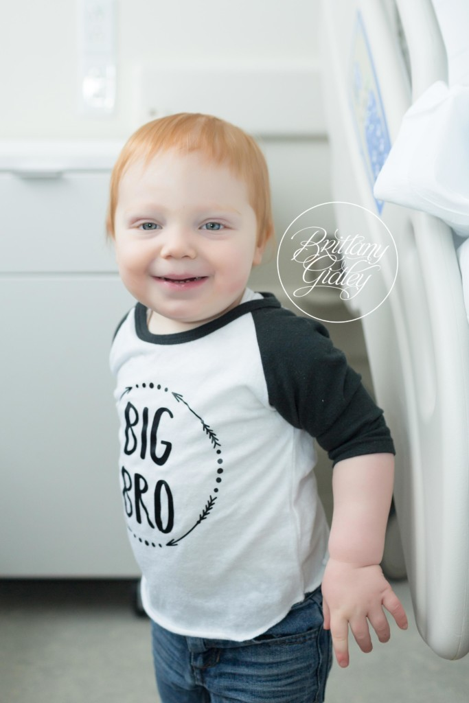 Big Brother | In Hospital Photography | Hillcrest Hospital Introducing Luke & Anna