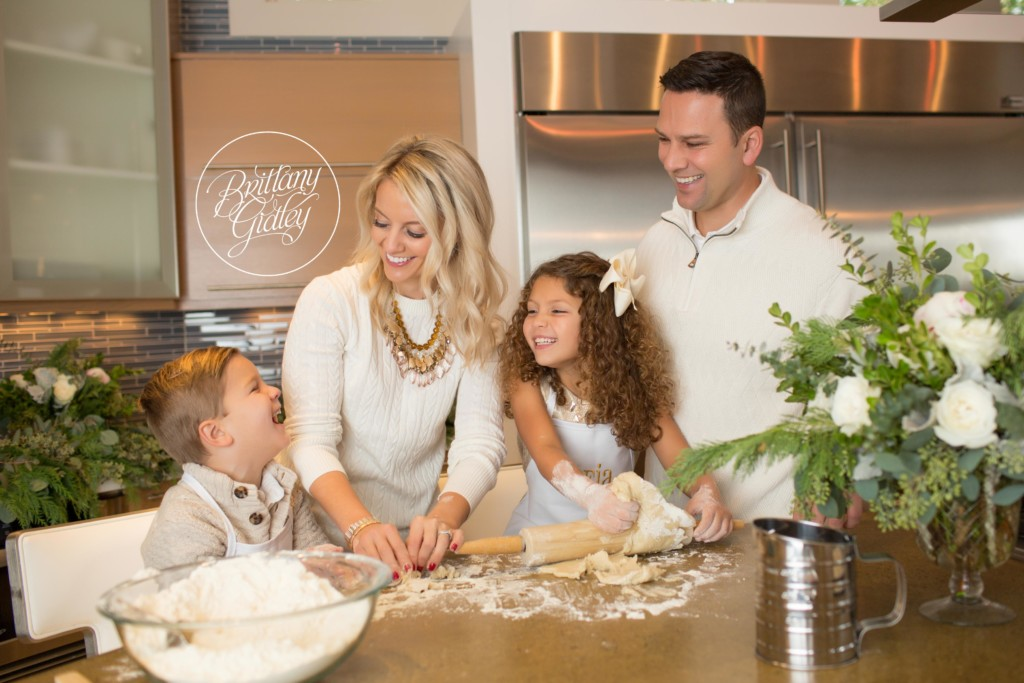 Home For The Holidays Dream Mini Sessions   Gingerbread House Mini Sessions