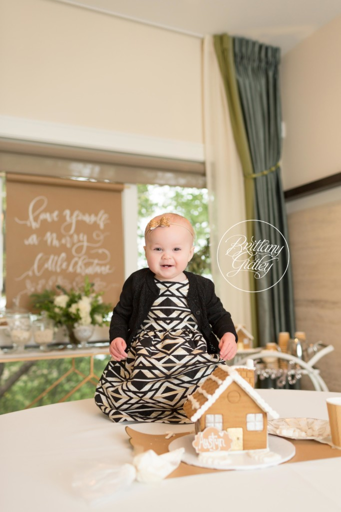 Gingerbread House Decorating Photo Shoot | Mini Sessions Ideas Gingerbread Houses | Brittany Gidley Photography LLC