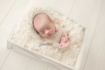 Strongsville Newborn Photographer | Introducing Lucas