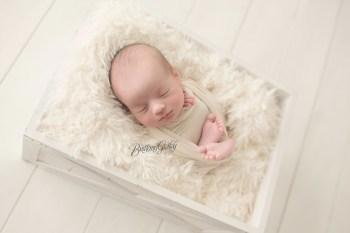 Strongsville Newborn Photographer | Introducing Lucas