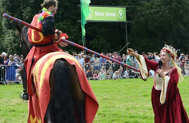 The Queen of the joust hands her favour to the Red Knight