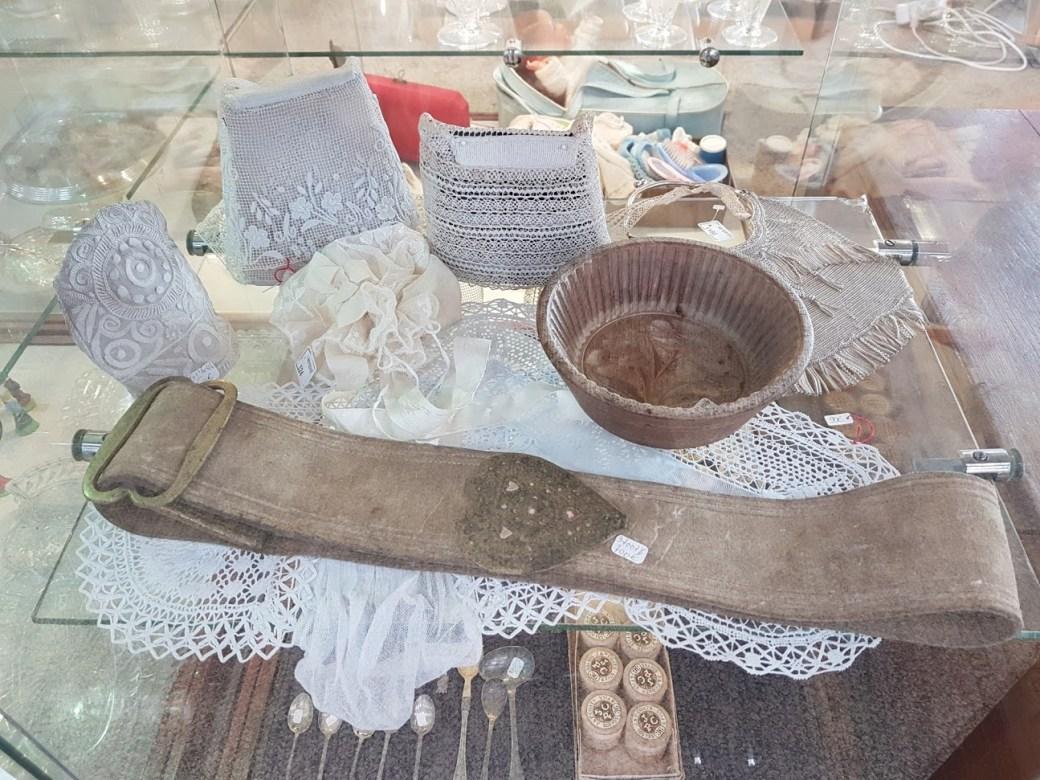 Brocante Saint Michel Plozevet objet coiffe bretonne