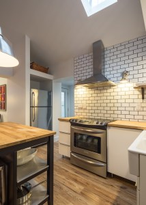 An image of the kitchen for 61 Shannon St (Loft) in Trinity- Bellwoods Toronto