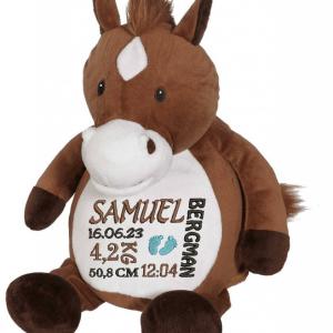 Gosedjur häst med brun kropp och vit mage, där det får plats en stor personlig brodyr.
