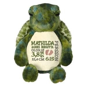 Gosedjur sköldpadda som heter Skalman. Broderas på magen med en personlig brodyr.