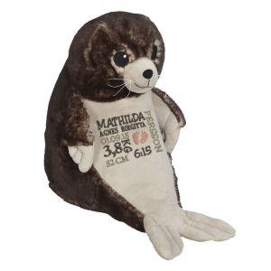 Ett härligt sjölejon som heter Cecil, med plats för en stor personlig brodyr på magen.