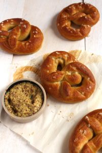 Vegan Soft Pretzels | So easy, so quick, so soft, so pillowy, this recipe for vegan soft pretzels is a must have ! | BrokeFoodies.com