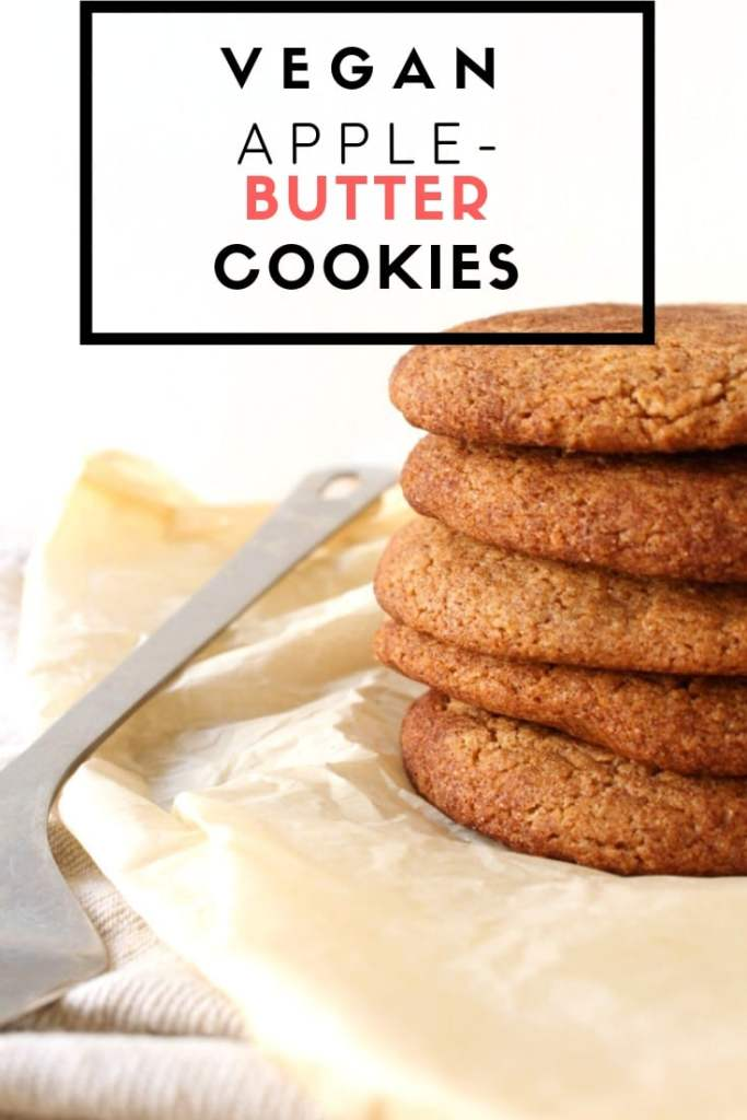 Vegan Apple Butter Cookies on Parchemin paper