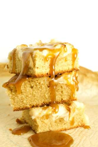 Apple Caramel Blondies – Satisfy your sweet tooth with these amazing apple blondies with a caramel drizzle. It doesn't get any better than this. - Brokefoodies.com