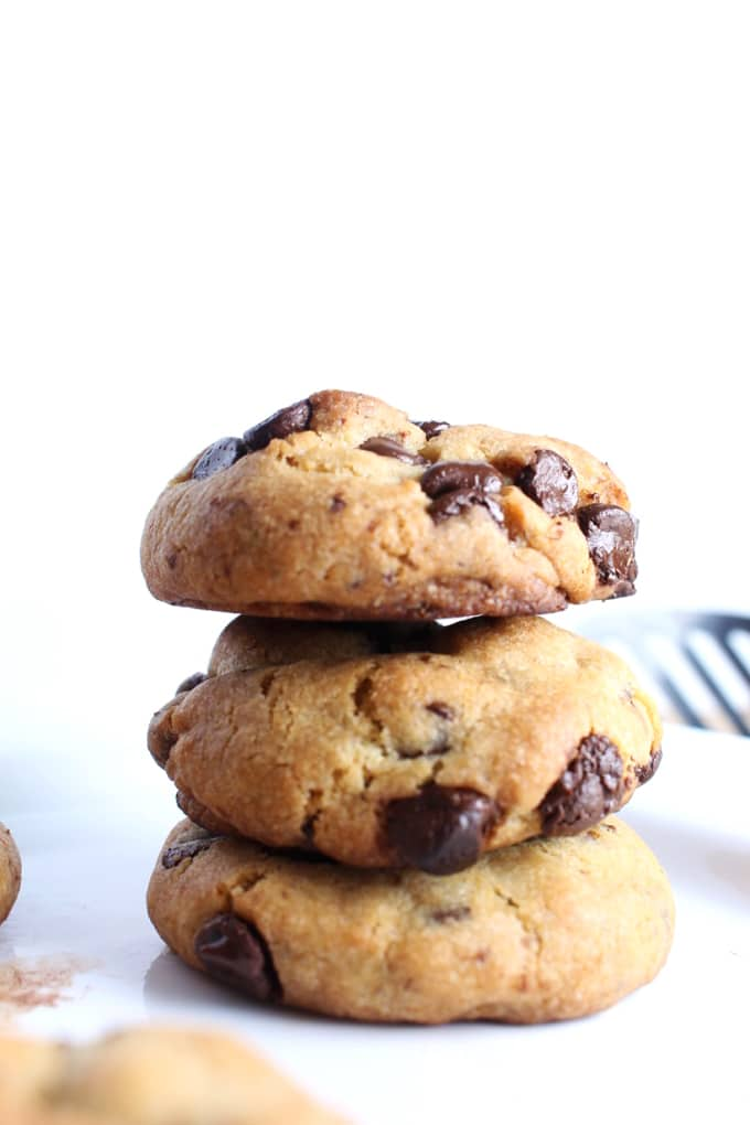 Soft and Chewy Vegan Chocolate Chips Cookies - This my favourite vegan recipe for chocolate chip cookies. It does not require any crazy ingredients and will be ready in under 30 minutes.