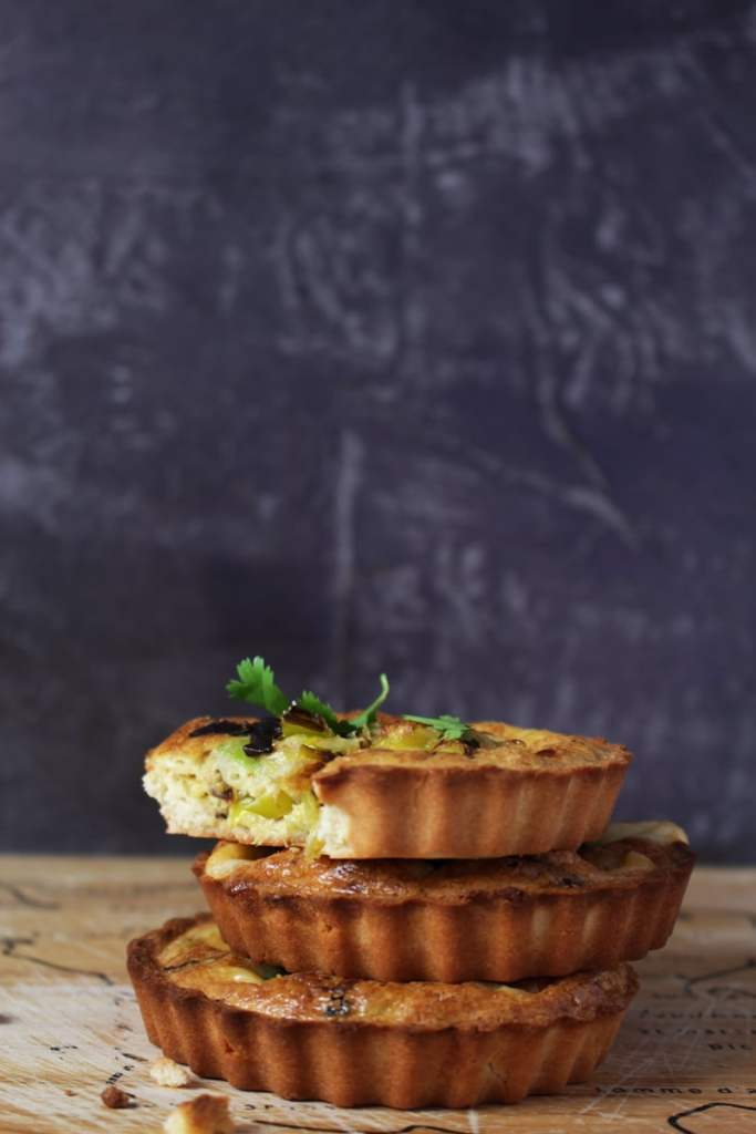 Keto Quiche Recipe with Smoked Cheddar and Caramelized Leeks - This Quiche Recipe is Gluten-Free, low in carbs, and vegetarian. Check it out!