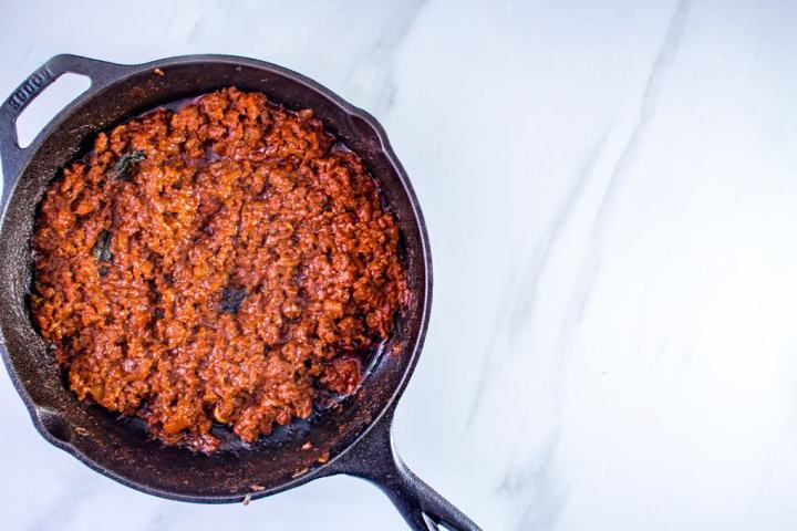 Keto Spaghetti Bolognese Recipe – This keto Bolognese recipe is all about cutting down the carbs and upping the fat and protein content. It's incredibly simple and immensely satisfying.