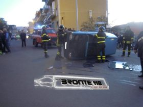 BRONTE: INCIDENTE IN CENTRO CON DUE FERITI – LE FOTO