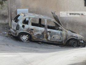 MALETTO: AUTO IN FIAMME IN VIA CORSO D'ACQUA – LE FOTO
