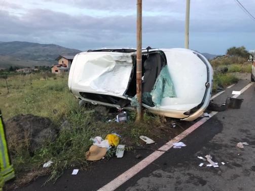 RANDAZZO: GIOVANE RANDAZZESE FINISCE CON L'AUTO CONTRO UN PALO SULLA SP 89
