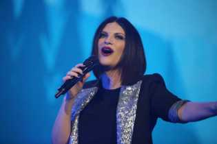 ACIREALE: LAURA PAUSINI DUE SERE DA SOLD OUT – LE FOTO