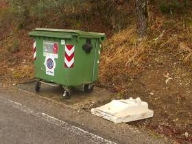 BRONTE: CASSONETTI PER I RIFIUTI NELLE CAMPAGNE IN OCCASIONE DELLA RACCOLTA DEL PISTACCHIO