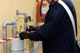 MANIACE: 60 ENNE ALLACCIATA ABUSIVAMENTE ALLA RETE DEL GAS