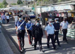 RANDAZZO: FORZE DELL'ORDINE TRA LE BANCARELLE DEL MERCATO, SALTA LA PROTESTA