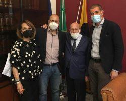 BRONTE: SI DIMETTE L'ASSESSORE ROBERTO LANDRO IN GIUNTA ENTRA CASTIGLIONE, IN CONSIGLIO LUCA