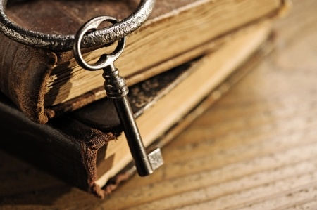 11935412 - old keys on a old book, antique wood background