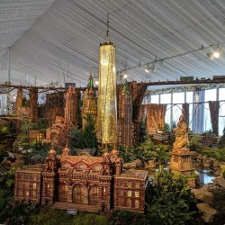 Giveaway: Family 4-pack of Tickets to Holiday Train Show at NYBG