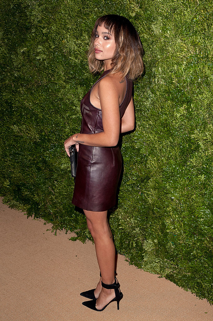 Zoe-Kravitz-gave-peek-back-her-leather-dress