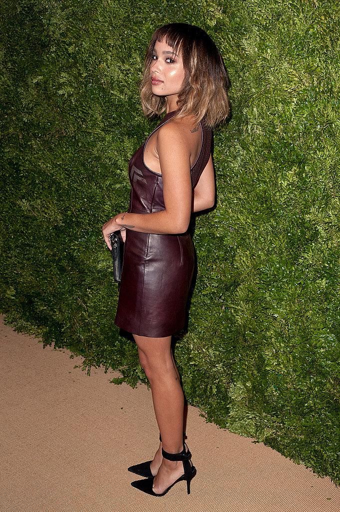 Zoe-Kravitz-gave-peek-back-her-leather-dress