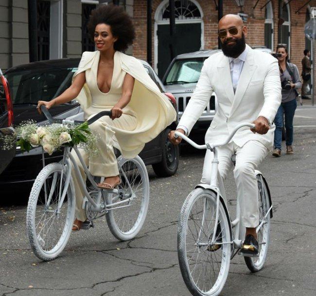 Solange-and-Alan-Ferguson-arrive-on-bikes-to-their-wedding-650x609
