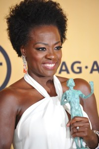 viola-davis-natural-hair-short-article-2