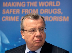 United Nations Office on Drugs and Crime (UNODC) Executive Director Yuri Fedotov addresses a news conference presenting the Afghanistan Opium Survey 2010 in Vienna September 30, 2010. REUTERS/Heinz-Peter Bader (AUSTRIA - Tags: POLITICS CRIME LAW HEALTH) - RTXSUI0
