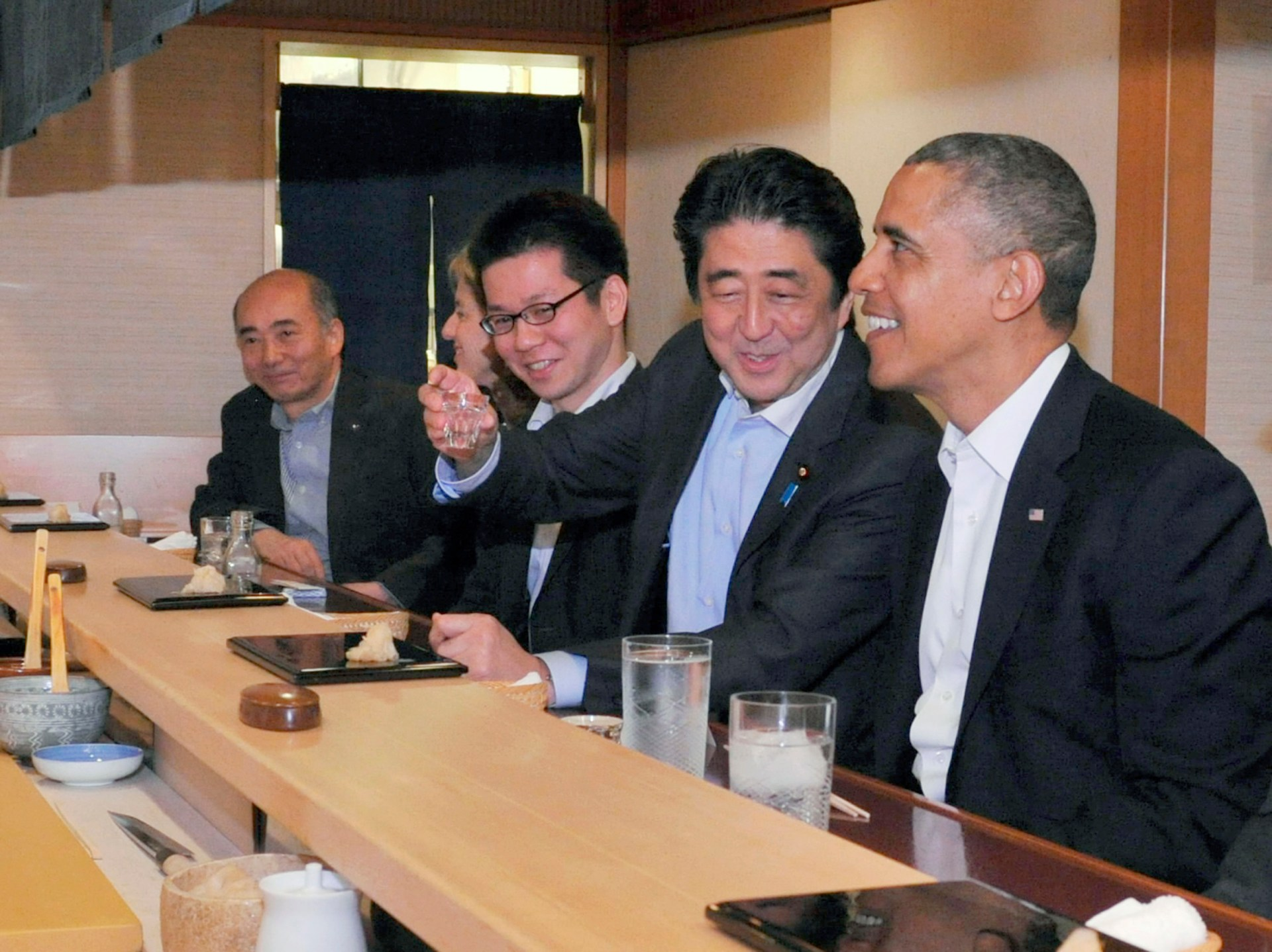 Reuters – Japanese Prime Minister Shinzo Abe (2nd R) shares a laugh with U.S. President Barack Obama (R) as they have dinner at the Sukiyabashi Jiro sushi restaurant in Tokyo, in this picture taken April 23, 2014.