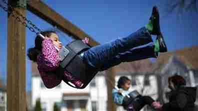 child_playground001_16x9