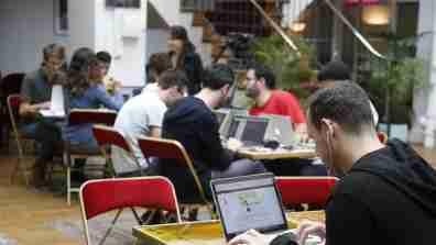 laptop_man_startup_culture_16x9