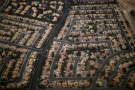 A residential real estate is pictured from the air in the suburbs of Las Vegas, Nevada, November 1, 2012.      REUTERS/Jason Reed  (UNITED STATES - Tags: ENVIRONMENT) - RTR39VD7