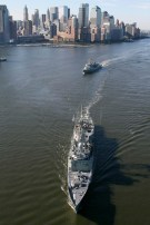 Two Australian Navy warships, the HMAS Sydney (front) and HMAS Ballarat arrive in New York harbor, July 19, 2009. The Australian ships and more than 400 sailors will visit Manhattan as part of of a six month international deployment. REUTERS/Trevor Collens/Pool (UNITED STATES MILITARY POLITICS IMAGES OF THE DAY) FOR EDITORIAL USE ONLY. NOT FOR SALE FOR MARKETING OR ADVERTISING CAMPAIGNS - RTR25TWX