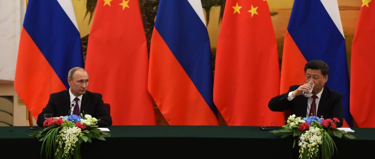 Russian President Vladimir Putin (L) looks at Chinese President Xi Jinping during a joint press briefing in Beijing's Great Hall of the People June 25, 2016. REUTERS/Greg Baker/Pool - RTX2I54B