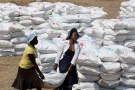 Villagers collect food aid provided by the United Nations World Food Programme (WFP) at a distribution point in Bhayu, Zimbabwe, September 14, 2016. REUTERS/Philimon Bulawayo - RTSNQKI