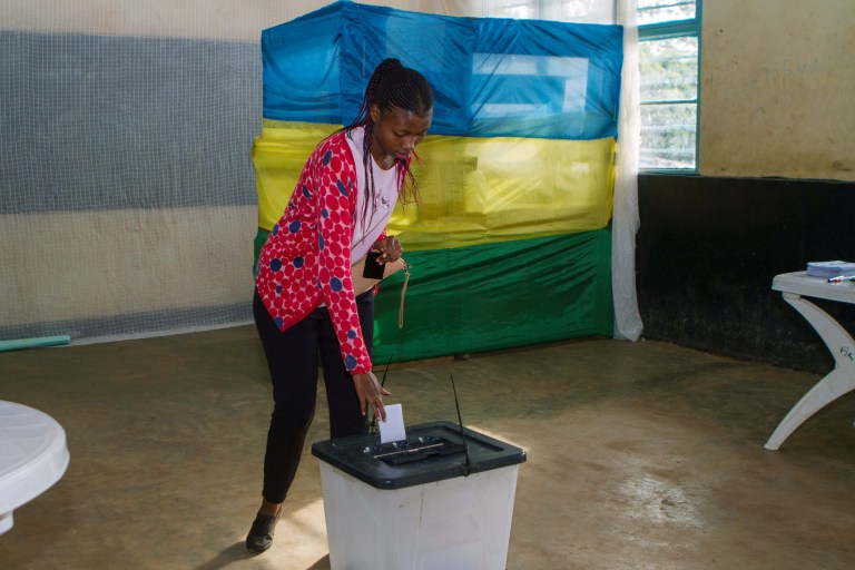 A voter casts her ballot at a polling station in Kigali, Rwanda, August 4, 2017. REUTERS/Jean Bizimana - RTS1AC61