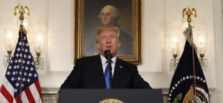 U.S. President Donald Trump speaks about the Iran nuclear deal in the Diplomatic Room of the White House in Washington, U.S., October 13, 2017. REUTERS/Kevin Lamarque - HP1EDAD1B8T9R