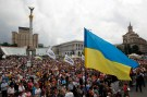 People attend the so-called people's veche (assembly) in Independence Square (Maidan Nezalezhnosti) in central Kiev June 1, 2014. REUTERS/Valentyn Ogirenko (UKRAINE - Tags: POLITICS CIVIL UNREST) - GM1EA611L6201