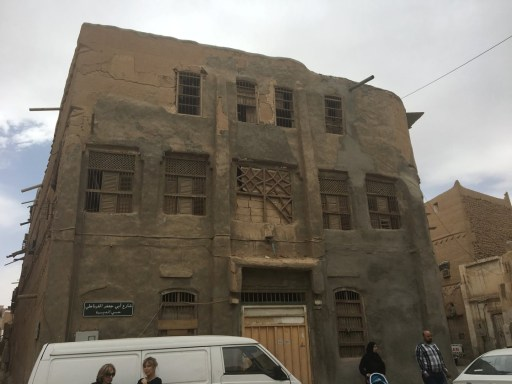 Most of these 100 year-old Riyadh buildings are in extreme disrepair, or actually collapsed. Although dilapidated, these old houses are inevitably picturesque.