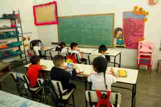 Children attend classes at a school in San Cristobal, Venezuela February 20, 2018. Picture taken February 20, 2018. REUTERS/Carlos Eduardo Ramirez - RC1F51D68850