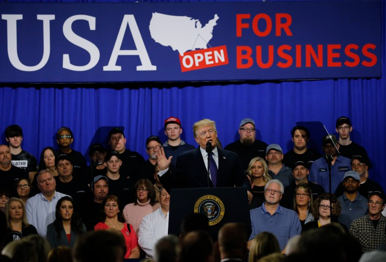 U.S. President Donald Trump delivers a speech on tax reform after touring Sheffer Corporation in Blue Ash outside Cincinnati, Ohio February 5, 2018. REUTERS/Jonathan Ernst - HP1EE251J779I