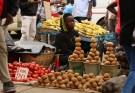 A street vendor sells vegetables in Harare, Zimbabwe, November 28, 2017. REUTERS/Philimon Bulawayo - RC1CA48E33D0