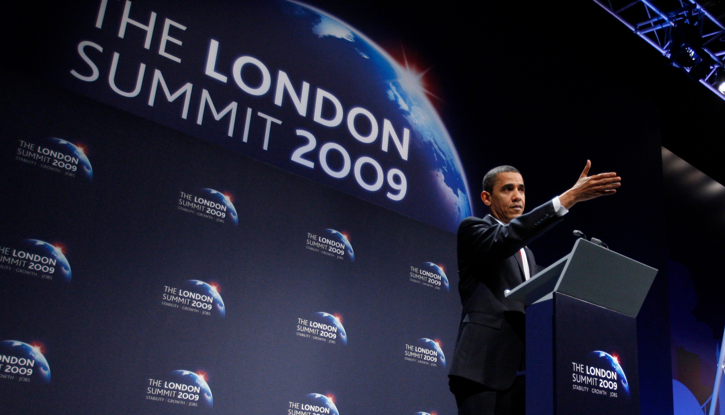 U.S. President Barack Obama speaks during a news conference at the G20 Summit in London, April 2, 2009.   REUTERS/Jason Reed     (BRITAIN POLITICS BUSINESS) - GM1E5430A1R01