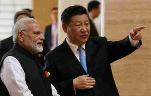 Chinese President Xi Jinping and Indian Prime Minister Narendra Modi talk as they visit the Hubei Provincial Museum in Wuhan, Hubei province, China April 27, 2018. China Daily via REUTERS  ATTENTION EDITORS - THIS IMAGE WAS PROVIDED BY A THIRD PARTY. CHINA OUT. - RC181C1E18F0